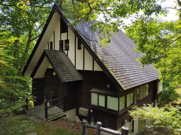 [中古別荘] (360°)蓼科ビレッジ小梨平 大屋根と質感の高い内装が印象的な3LDKの中古別荘 20460詳細ページへ